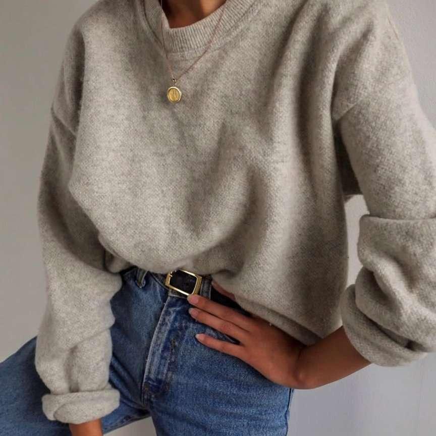 maglione dentro ai jeans
