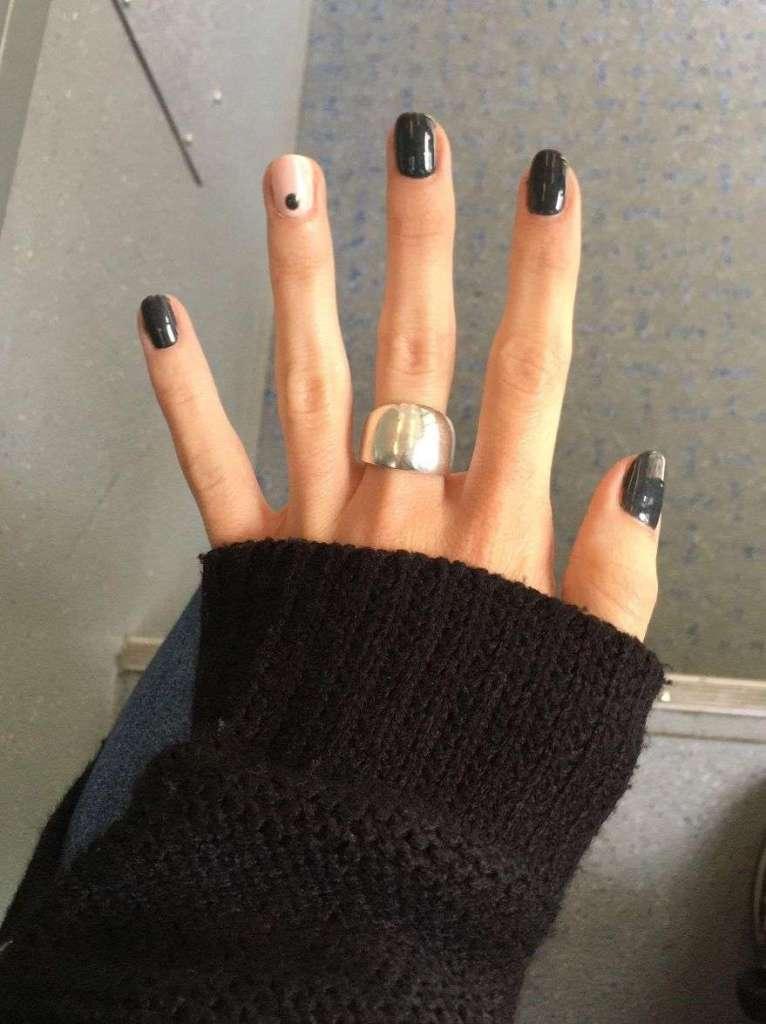 unghie con pallino