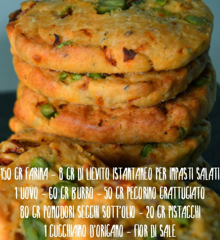 biscotti salati pomodoro, pistacchi e pecorino