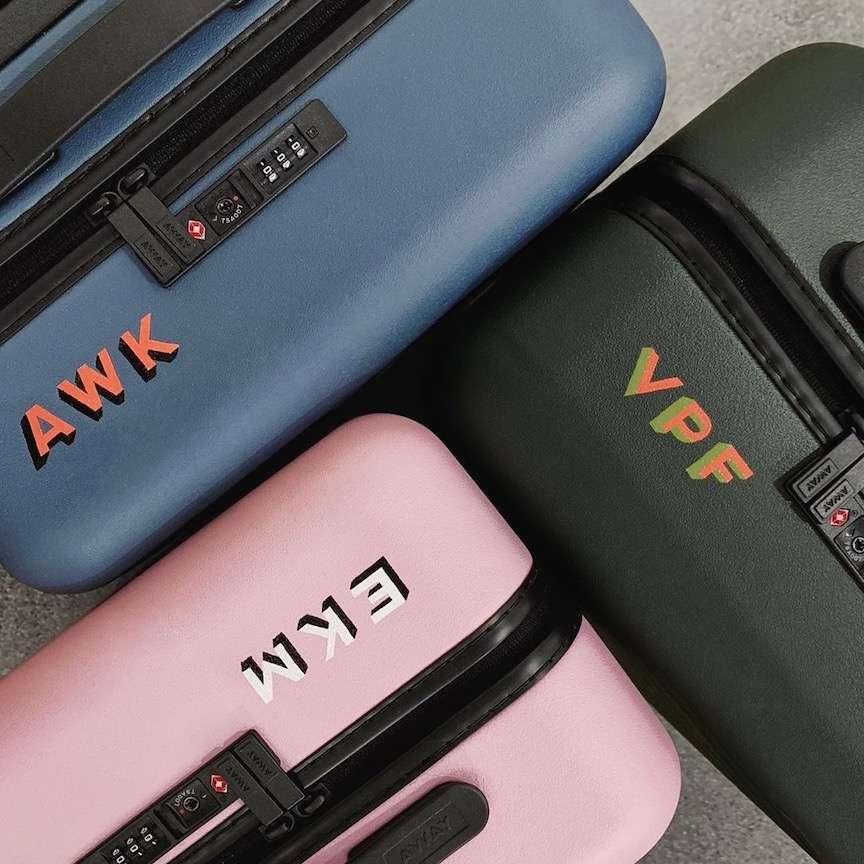 valigie belle con le iniziali