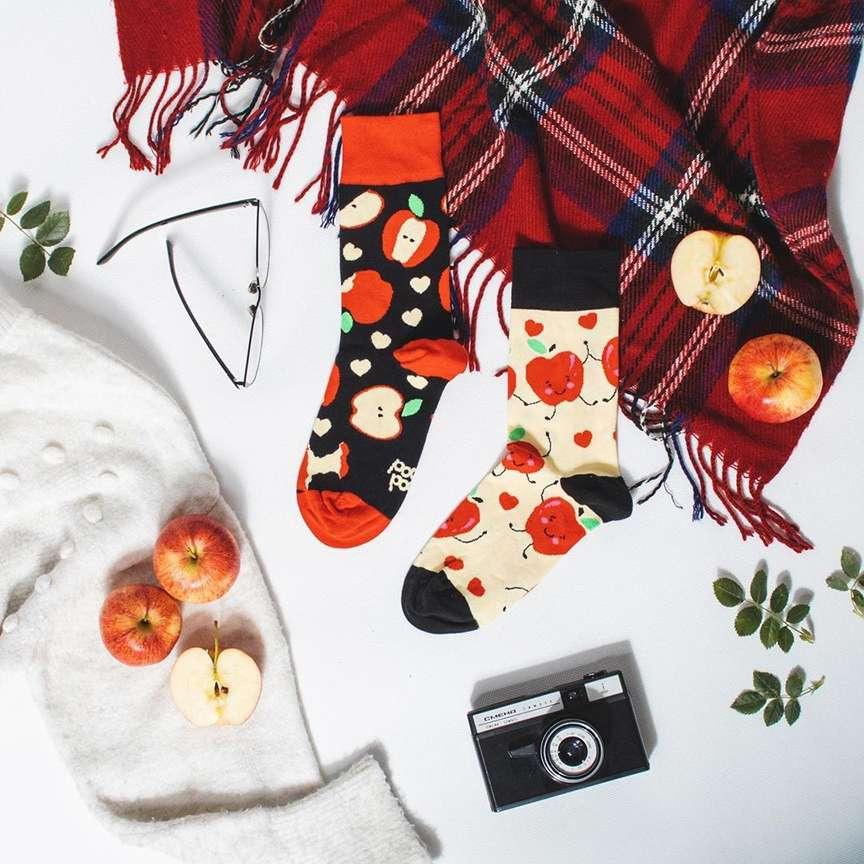 mele e autunno sui calzini