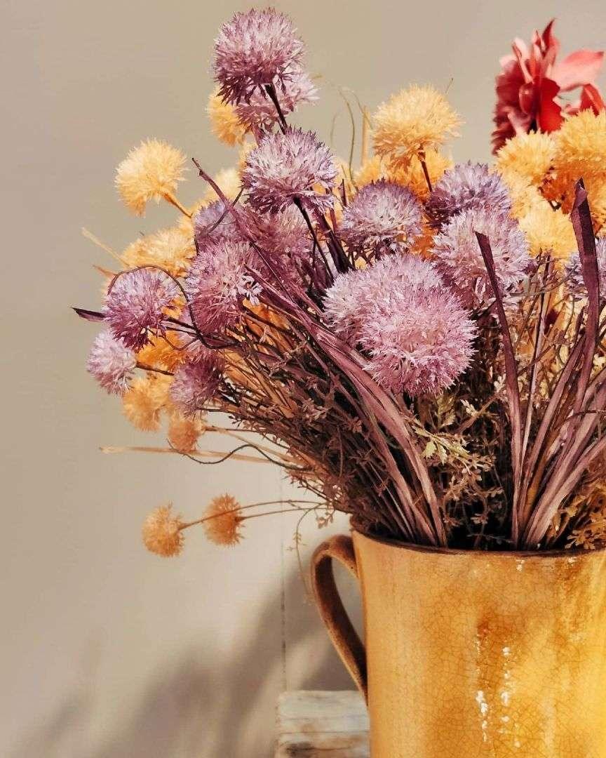 fiori secchi lilla e giallo