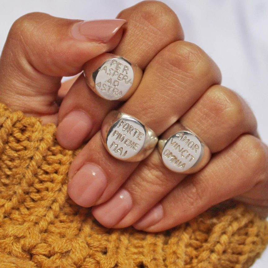 gioielli con le scritte