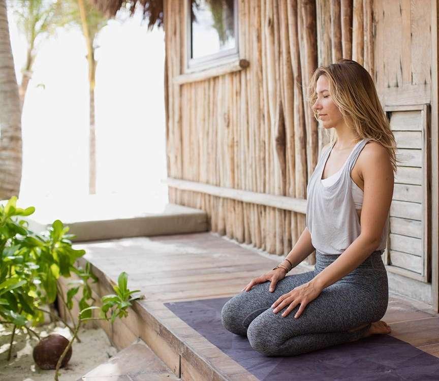 esercizi yoga per piedi sani