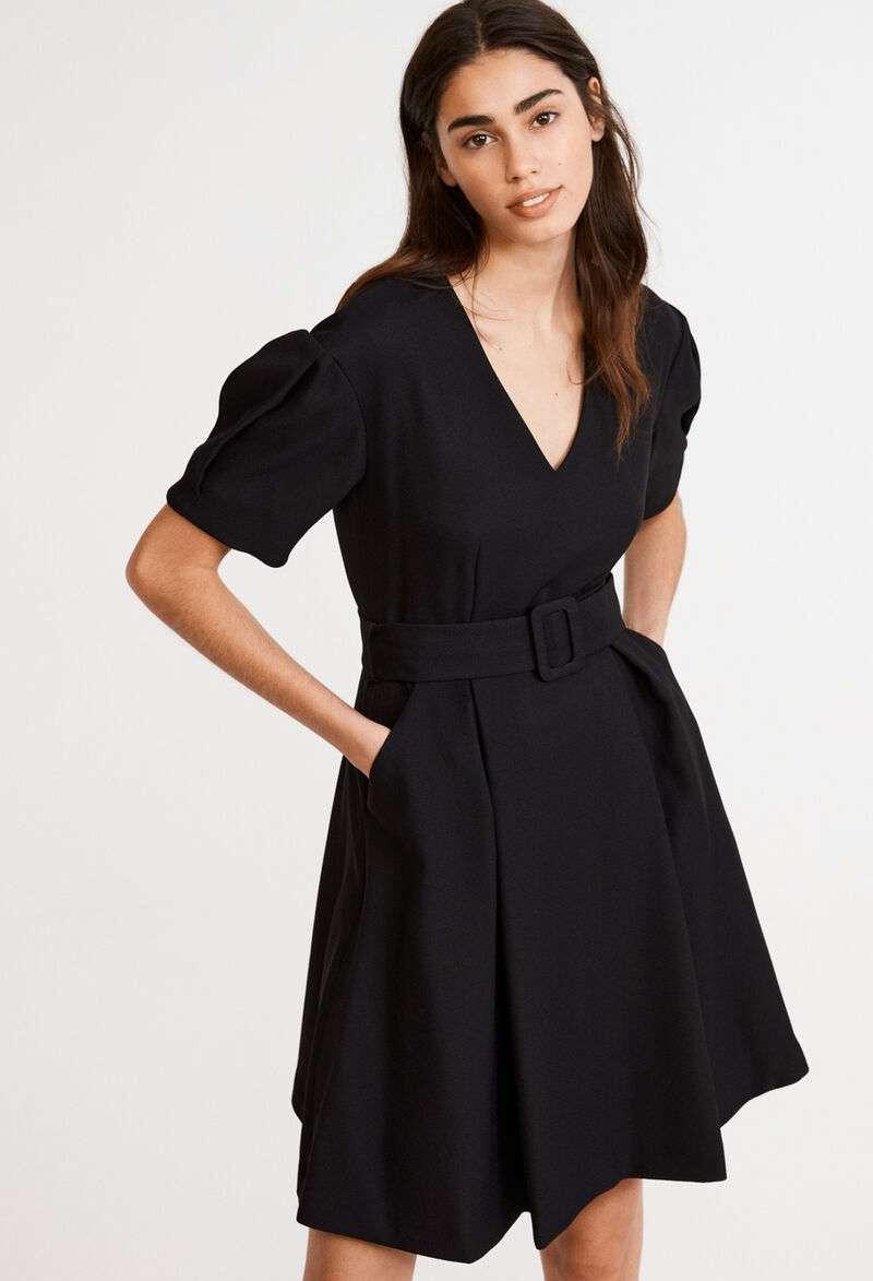 abito nero con scollo a v