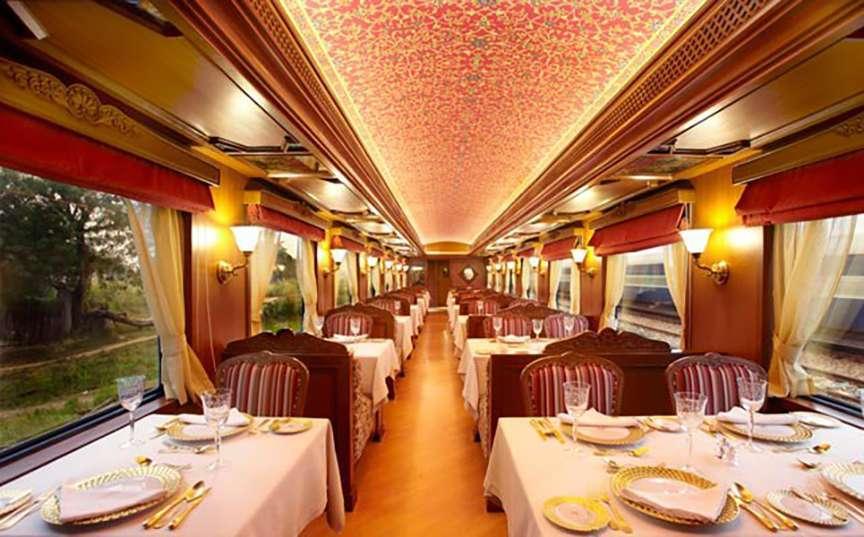 Sala da pranzo vagone treno