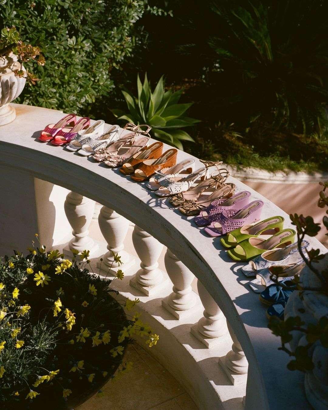 sandali con tacco medio