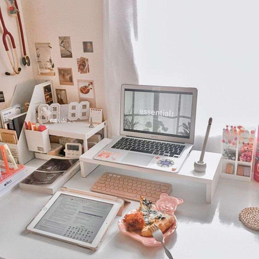 tavolo di studio e lavoro