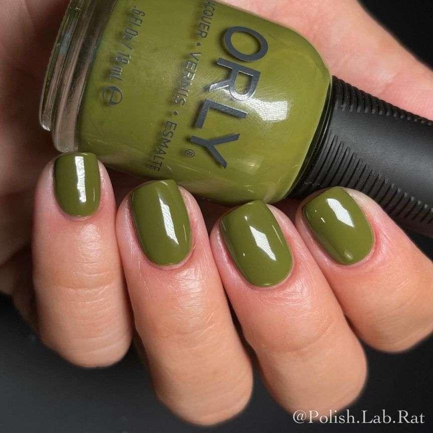 verde sulle unghie
