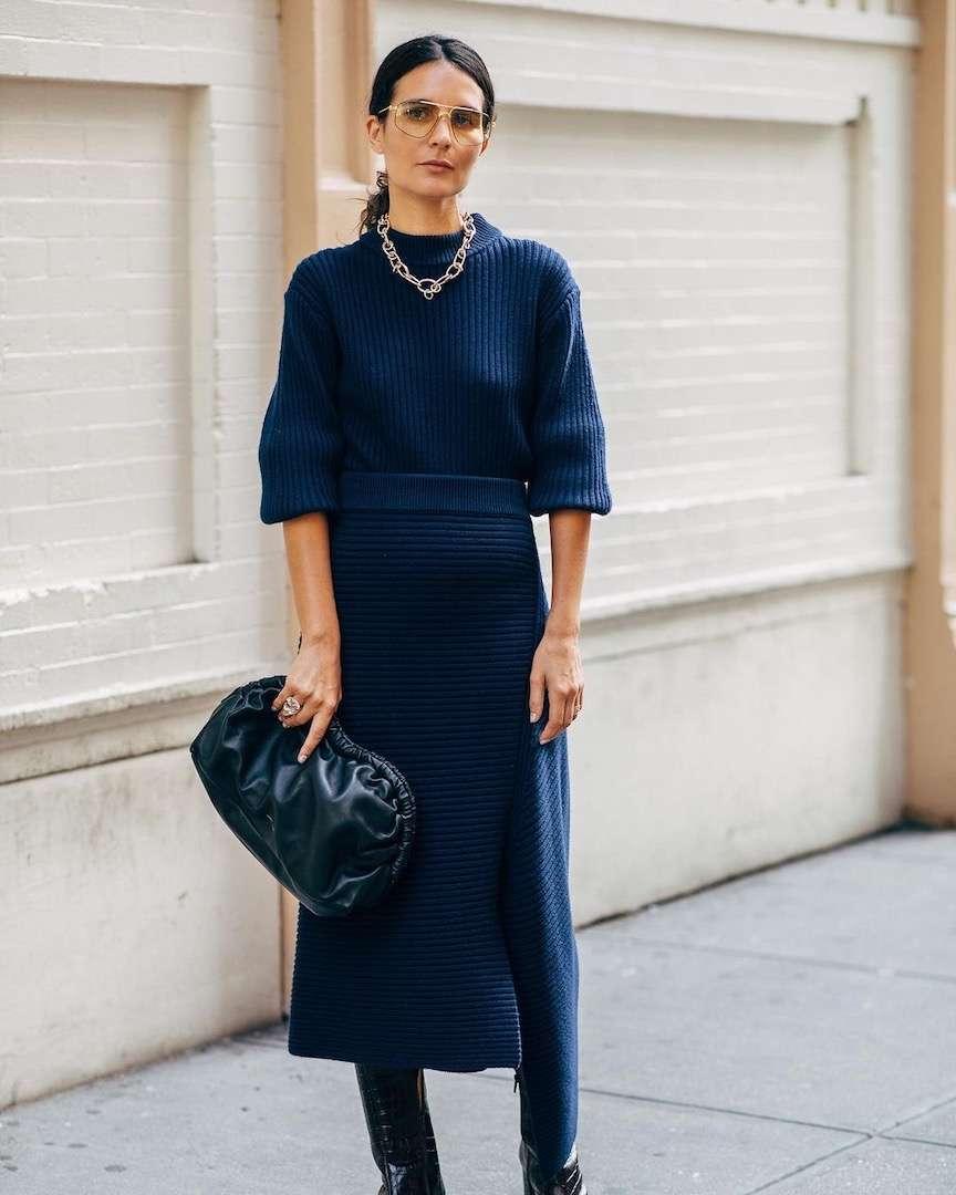 completo in maglia blu
