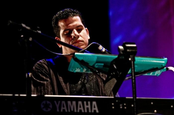 Pianista Ricardo Brito se apresenta no Sabadinho Bom, em João Pessoa