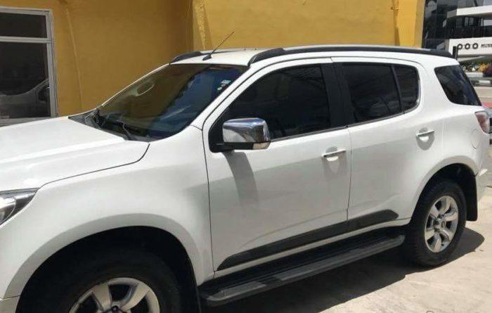 Ex-prefeito de cidade do Cariri tem carro tomado por assalto em CG