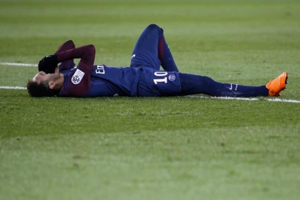 Cirurgia de Neymar é considerada perfeita e já inicia recuperação