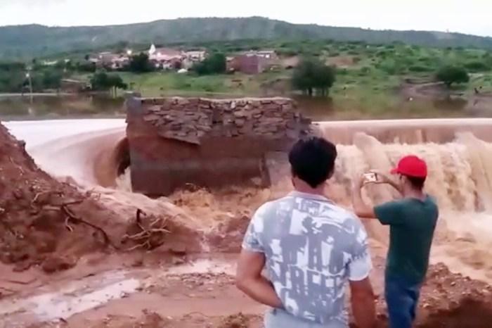 Parede de açude no Sertão da Paraíba rompe após chuvas