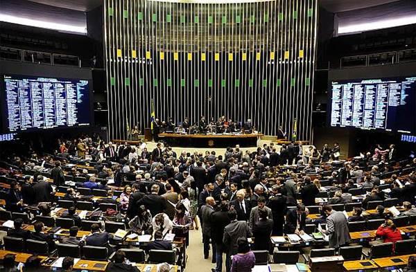 Ameaça de bomba suspende debate sobre uso de agrotóxico na Câmara