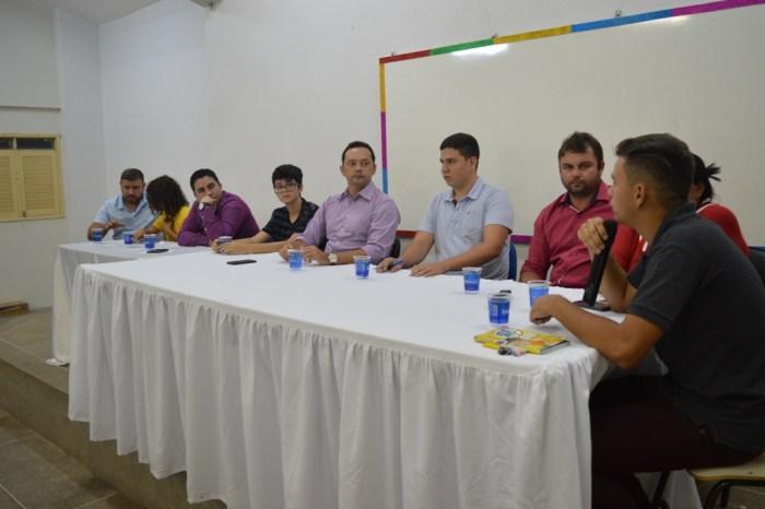 SUMÉ: Éden Duarte participa de reunião com representantes de grêmios estudantis