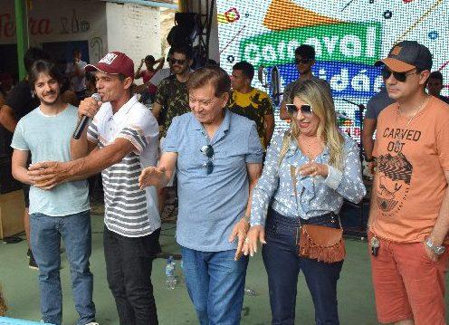 Deputados e pré-candidatos participam do carnaval molhado de Camalaú