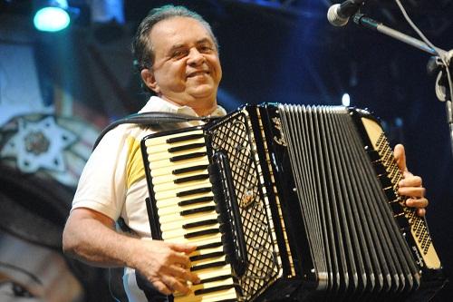 Maria Clara, Dorgival Dantas e Flávio José cantam no PP