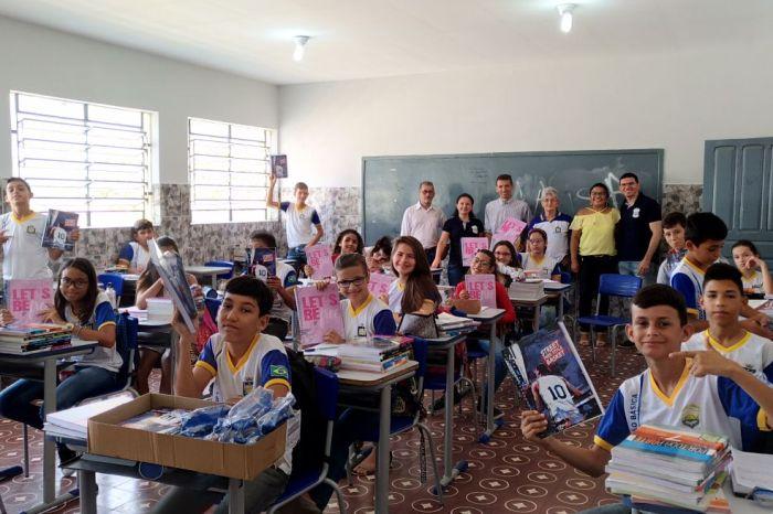 Entrega de kits escolares e fardamento marcam início de aula em São João do Cariri