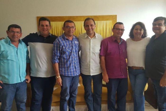 Manoel Ludgério recebe apoio à reeleição de lideranças políticas do Cariri