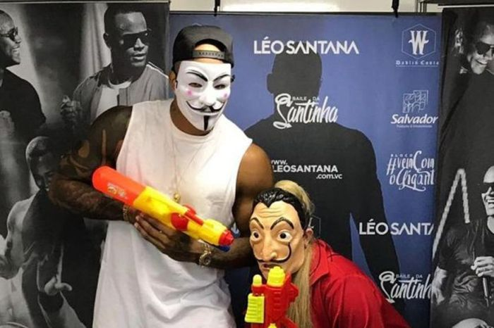 Disfarçada, Marília Mendonça curte Carnaval na pipoca de Salvador
