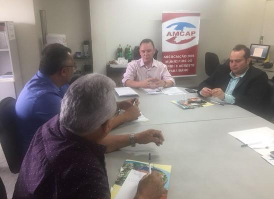 Prefeito da Prata participa de reunião sobre resíduos sólidos na AMCAP