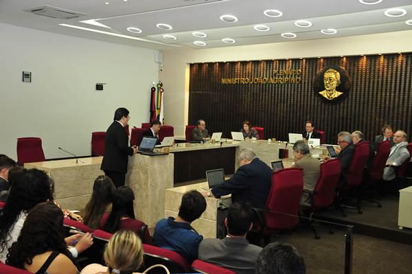 TCE julga contas de sete Prefeituras e Câmaras