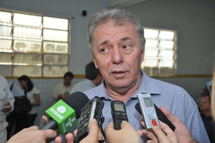 Ex-prefeito do Cariri cogita candidatura e revela decepção com a política