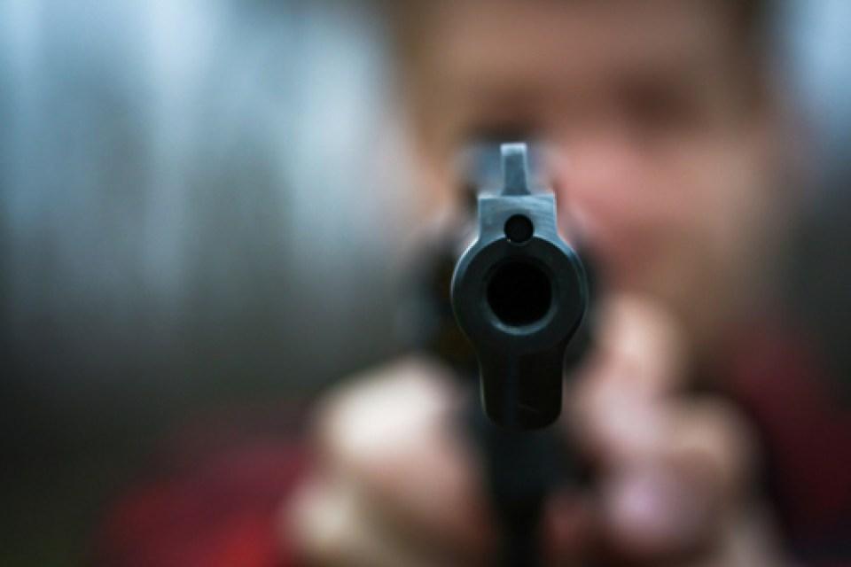 Homem é morto a tiros no meio da rua no Sertão