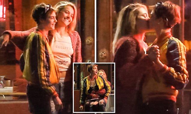 Paris Jackson apresenta namorada ao padrinho Macaulay Culkin