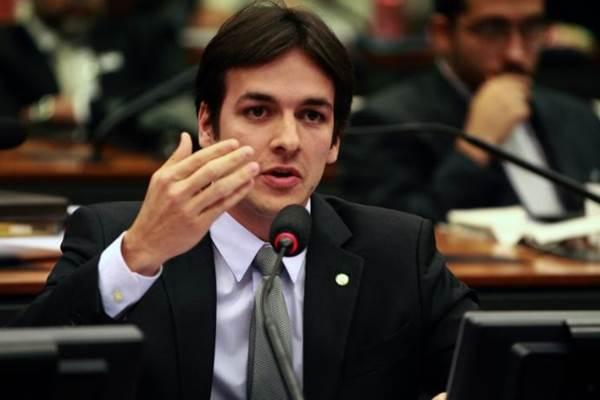 Pedro consegue R$ 250 mil para compra de trator e ambulância para Zabelê