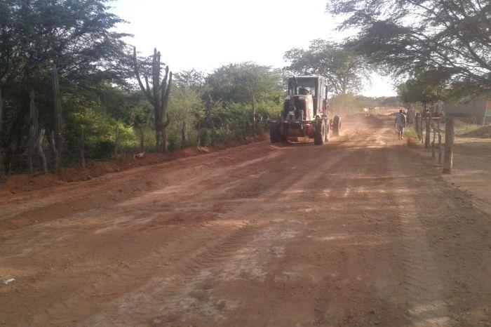 Serviços de recuperação de malhas vicinais continuam na zona rural de Monteiro