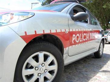 PM desarticula grupo suspeito de roubo a carro em Campina