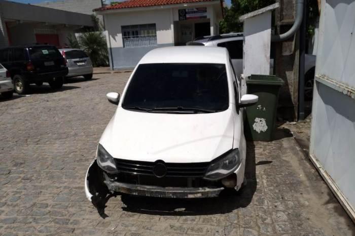 Carro tomado por assalto em Monteiro é encontrado em Campina Grande