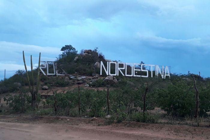 Chuva de granizo e ventos fortes derrubam letreiro da 'Roliúde Nordestina' no Cariri