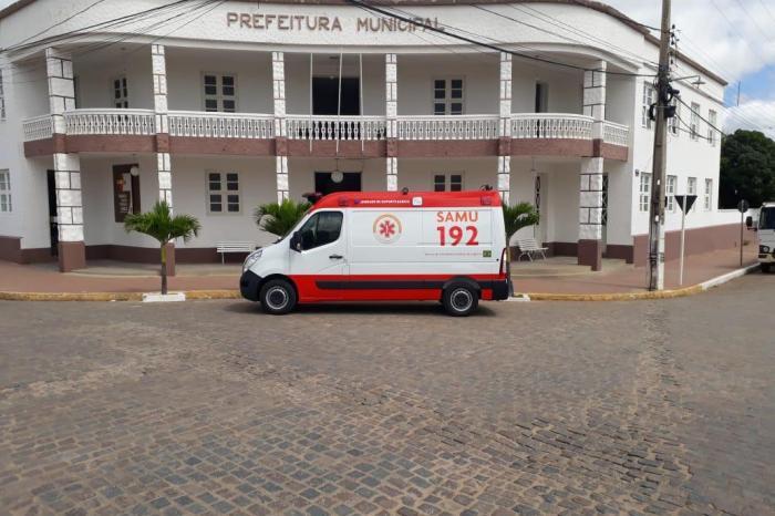 Monteiro investe R$ 195 mil em recursos próprios e adquire nova ambulância para o SAMU
