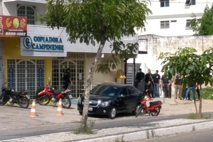 Assaltantes se rendem e liberam reféns após negociação em CG