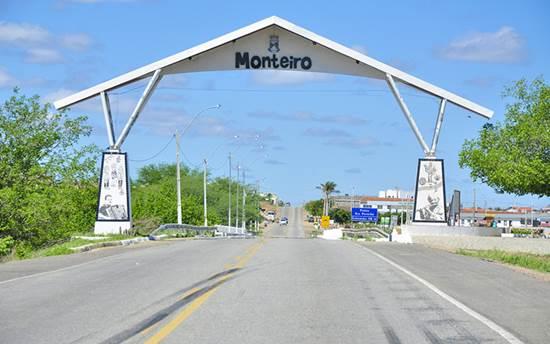 Dupla armada com faca assalta farmácia na cidade de Monteiro