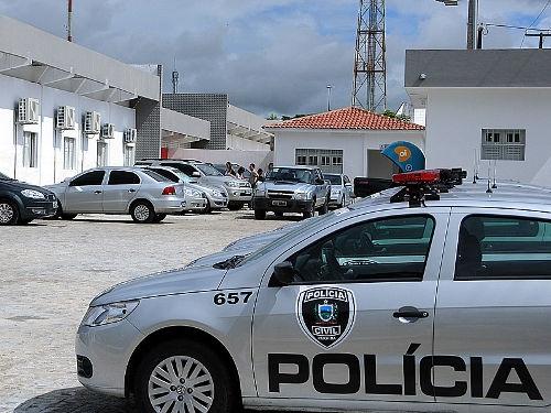 Adolescente é detido após ser levado à polícia pela mãe em CG