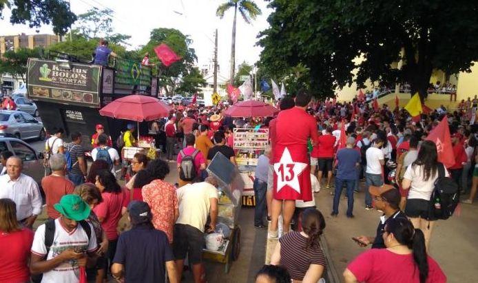 Em ato pró Lula em JP, sede da TV Cabo Branco é atacada