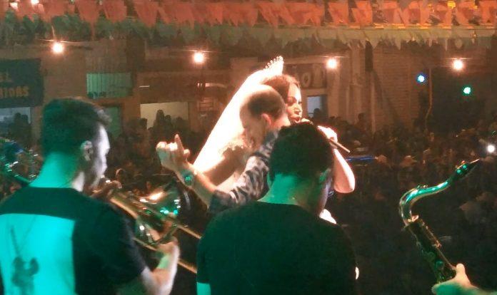 Prefeito é processado após dançar com Solange Almeida