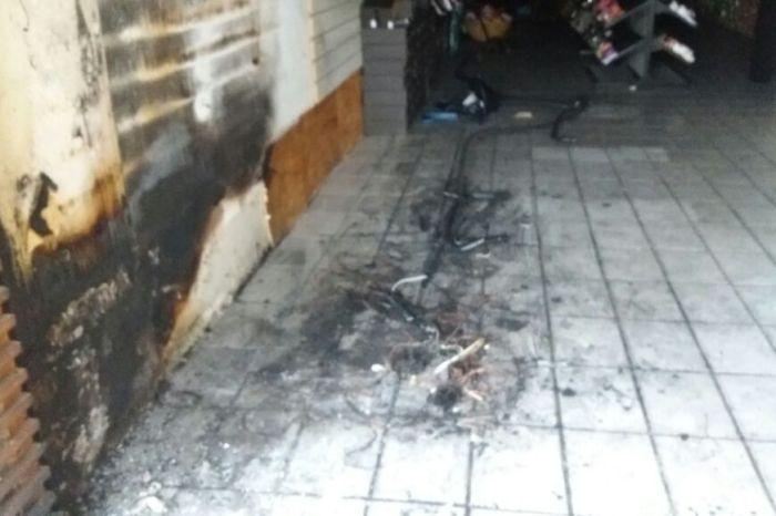 Incêndio com causa desconhecida provoca prejuízos em loja no centro de Monteiro