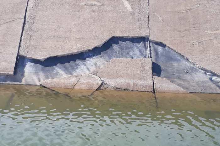 Placas descolando e esgotos revelam descaso com a transposição