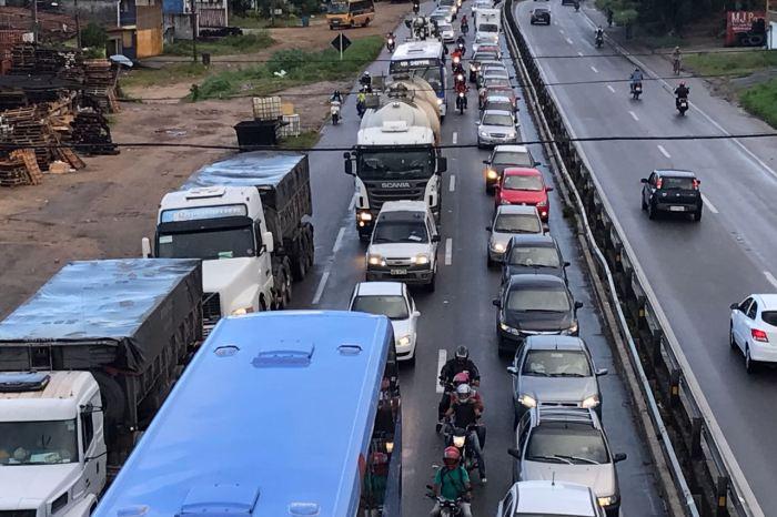 Caminhoneiros chegam ao 5º dia de greve com três pontos de bloqueios no Cariri