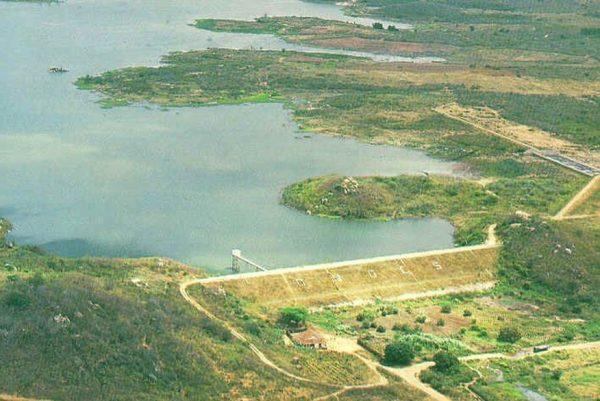 Aesa abre comportas do açude de Poções, em Monteiro, para recuperação do reservatório
