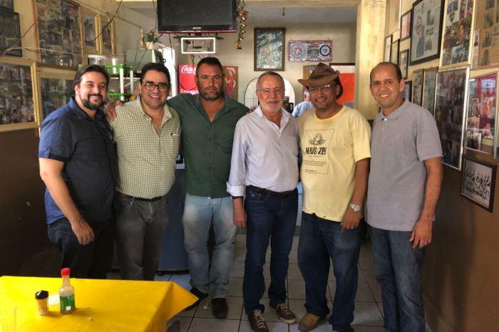 No Cariri, Carlos Batinga concede entrevistas e recebe apoio de lideranças