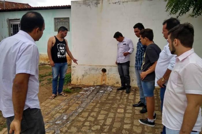 Vereadores de São Domingos do Cariri recebem denuncia de desperdício de leite em escola