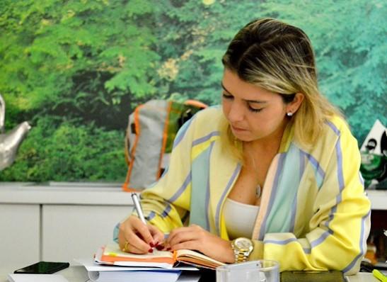 Lorena sanciona Lei que assegura recursos para Clube de Mães, Centro de Idosos e Deficientes Físicos