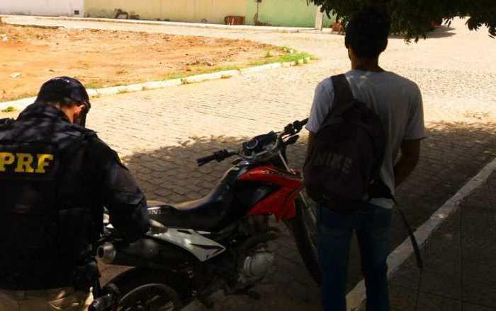 Polícia Rodoviária Federal recupera moto clonada na cidade de Sumé na Paraíba