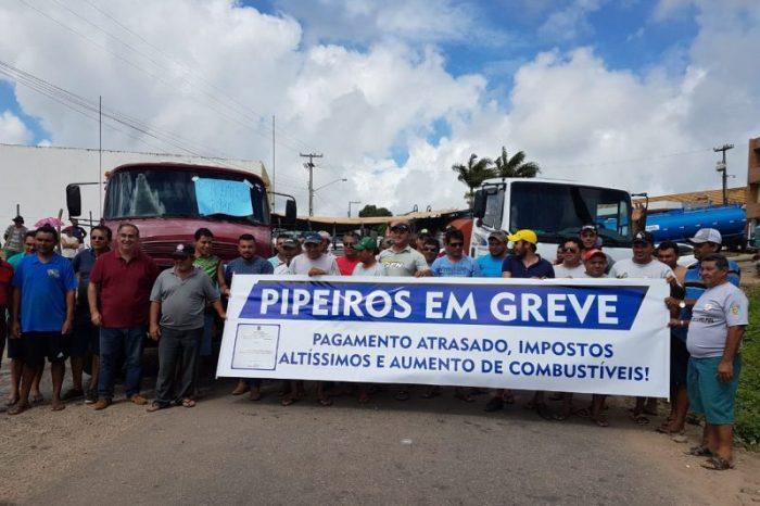 Pipeiros fecham rodovias contra imposto de 18% para transportar água